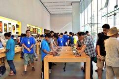 Experimente la nueva máquina en Apple Store Fotos de archivo libres de regalías
