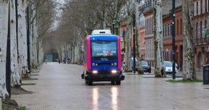 Experimentele driverless buslooppas in Toulouse, Frankrijk stock footage