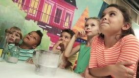 Experimento del hielo seco para los niños metrajes