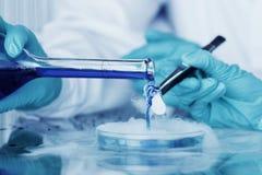 Experimento químico Imagen de archivo