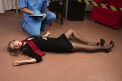 Expert médico-légal rassemblant l'évidence photo libre de droits