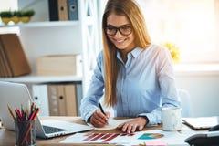 Experte in ihrem Geschäft Lizenzfreies Stockbild