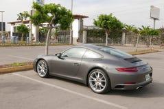 Expertisvillkor av en gråa Porsche 911 Carrera i Lima Royaltyfri Foto