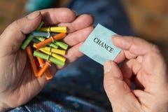 Experts tenant les billets de loterie, billet avec l'occasion de mot Image libre de droits