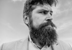 Expertspetsar för växande och underhållande mustasch Stiligt skäggigt attraktivt grabbslut för Hipster upp Skäggig hipster för ma fotografering för bildbyråer