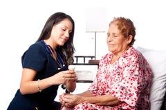 Explicación paciente mayor de la medicación de la prescripción Imagen de archivo libre de regalías