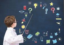 Explication de scientifique d'écolier et dessin d'éducation sur le tableau noir pour l'école image libre de droits