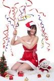 Exploderande julsmällare för flicka royaltyfria foton