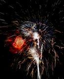 Exploderend vuurwerk in de nachthemel royalty-vrije stock foto's