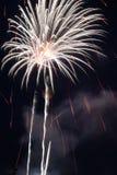 Explodierende Feuerwerke Lizenzfreie Stockfotos