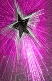 Explodierender schwarzer Stern auf Purpur Stockbilder