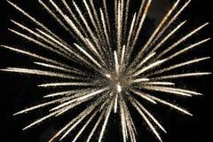 Explodierendes Feuerfeuerwerk des weißen Lichtes stockfotos