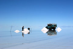 Exploitation de sel à Salar de Uyuni Photographie stock