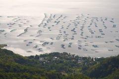Exploitations de pisciculture sur le lac Taal Photos stock