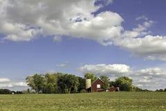 Exploração agrícola americana com silo Foto de Stock Royalty Free