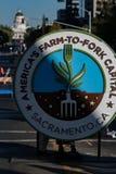 Exploração agrícola a bifurcar-se Logo Sacramento Capitol Fotografia de Stock