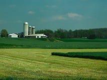 Exploração agrícola, casa da quinta, silos, e outras para fora construções, o Condado de Lancaster, Pensilvânia imagens de stock royalty free