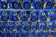 Exploração agrícola da mineração do cryptocurrency de Bitcoin imagens de stock