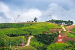 Exploração agrícola das turbinas eólicas Fotografia de Stock Royalty Free