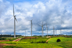 Exploração agrícola das turbinas eólicas Imagens de Stock Royalty Free