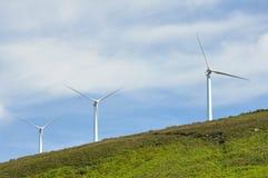 Exploração agrícola das turbinas eólicas, escala de Elgea (país Basque) Foto de Stock