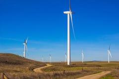 Exploração agrícola de poupança de energia do moinho de vento Fotos de Stock Royalty Free