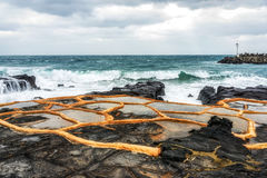 Exploração agrícola de sal da pedra de Gueomri foto de stock