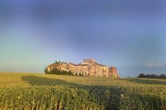 Exploração agrícola de Tuscan nas ruínas Fotos de Stock