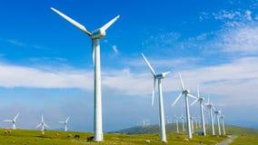 Exploração agrícola de vento - energia renovável foto de stock