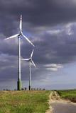 Exploração agrícola de vento no céu tormentoso Imagens de Stock Royalty Free