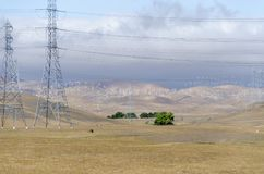 Exploração agrícola de vento no monte dourado de Livermore em Califórnia fotografia de stock