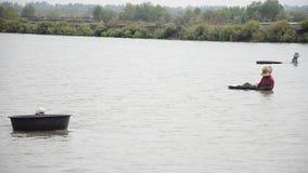 Exploração agrícola do berbigão da cultura aquática dos povos tailandeses e travamento para a venda filme