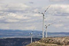 Exploração agrícola do moinho de vento no campo Energia de Sustenaible spain Imagem de Stock