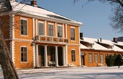 Exploração agrícola e prédio da escola velhos Fotografia de Stock Royalty Free