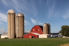 Exploração agrícola moderna da família Foto de Stock Royalty Free