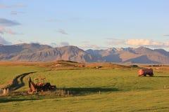 Exploração agrícola Nýpugarðar em Islândia pelo por do sol Fotografia de Stock Royalty Free