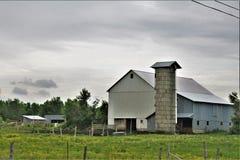 Exploração agrícola situada em Franklin County, do norte do estado New York, Estados Unidos fotografia de stock royalty free