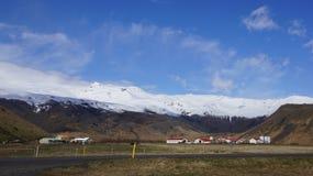 Exploração agrícola sob Eyjafjallajökull Foto de Stock