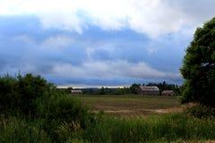 Exploração agrícola sob a nuvem (ao norte de Toronto) Fotografia de Stock Royalty Free