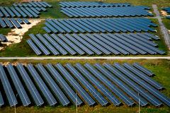 Exploração agrícola solar, painéis solares Fotos de Stock Royalty Free