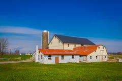 Exploração agrícola típica de Amish no condado de Lancaster em Pensilvânia EUA sem eletricidade imagem de stock royalty free