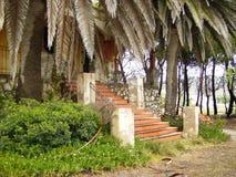 Exploração agrícola velha abandonada da escadaria da casa imagem de stock