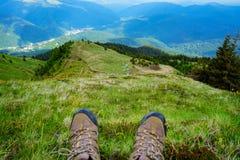Exploración de la aventura de la montaña Imagen de archivo libre de regalías