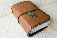 Explorador Compass del diario del libro Imágenes de archivo libres de regalías
