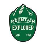 Explorador de la montaña Plantilla del emblema con el pico de montaña Diseñe el elemento para el logotipo, etiqueta, emblema, mue libre illustration