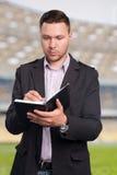 Explorador del fútbol en el trabajo Imagenes de archivo
