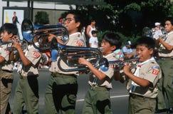 Exploradores de muchacho americanos japoneses que tocan los instrumentos Foto de archivo libre de regalías