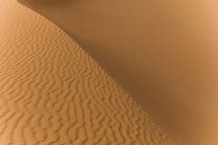Explorando o deserto de sahara em Marrocos Foto de Stock