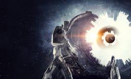 Explorateur d'astronaute dans l'espace Media mélangé images libres de droits