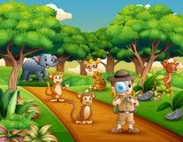 Explorateur de garçon avec la loupe dans la jungle illustration libre de droits